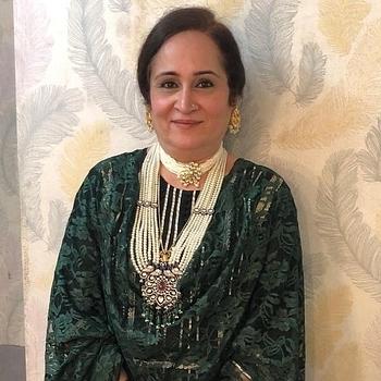 Celebrity Meenakshi Sethi - Tring India