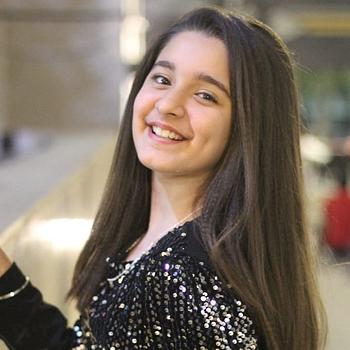 Celebrity Naisha Khanna - Tring India