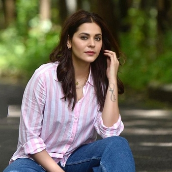 Celebrity Anuja Sathe - Tring India