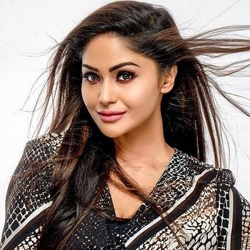 Celebrity Shritha Shivadas - Tring India