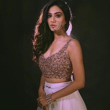 Celebrity Charu Mehra - Tring India