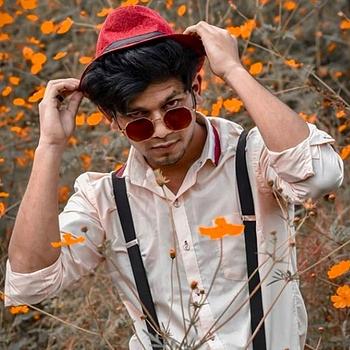 Celebrity Vishal Bambole - Tring India