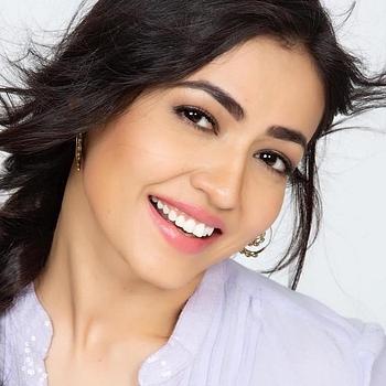 Celebrity Nidhi Seth - Tring India