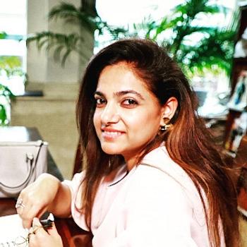 Celebrity Geetika Saigal - Tring India