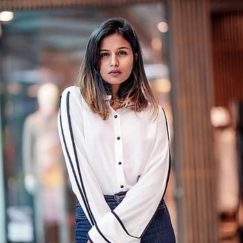 Celebrity Nisha Gupta - Tring India