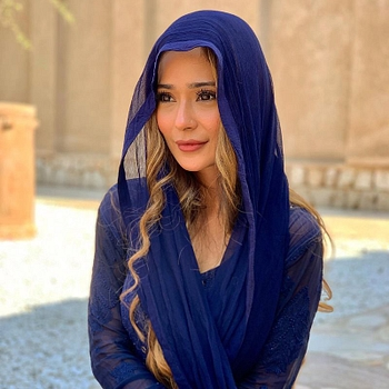 Celebrity Sara Khan - Tring India