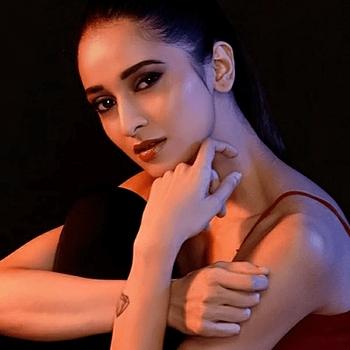 Celebrity Saloni Vora - Tring India