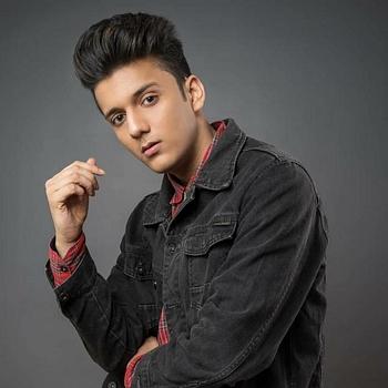 Celebrity Aayush Singh - Tring India