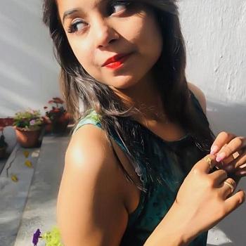Celebrity Arushi Verma - Tring India