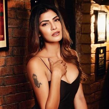 Celebrity Rachel White - Tring India
