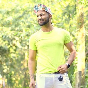 Celebrity Pawan Singh - Tring India