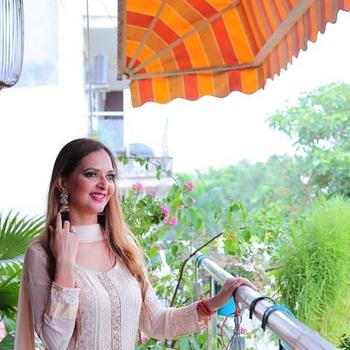 Celebrity Manya Pathak - Tring India
