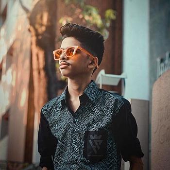 Celebrity Hardik Padhiyar - Tring India
