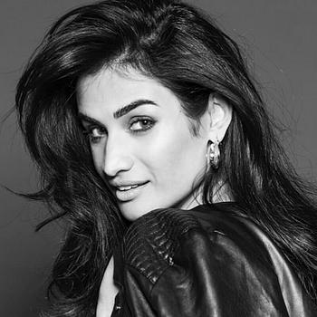 Celebrity Karishma Modi Chandhoke - Tring India
