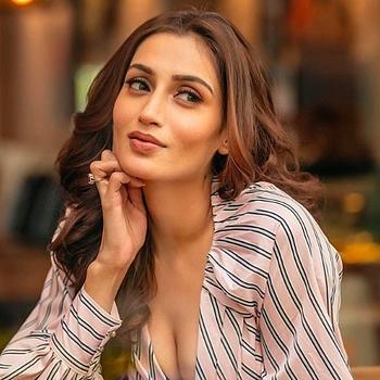 Celebrity Piya Valecha - Tring India