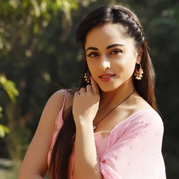 Celebrity Niyati Fatnani - Tring India