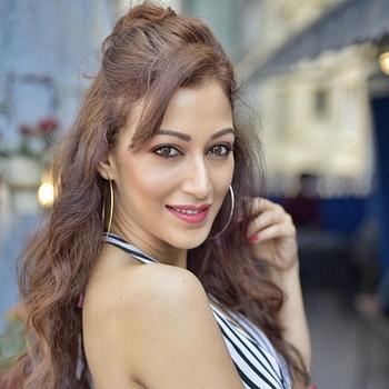 Celebrity Sunayana Fozdar - Tring India