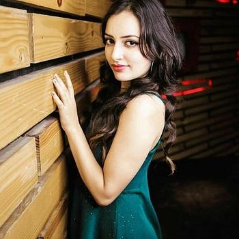 Celebrity Pooja Pathak - Tring India