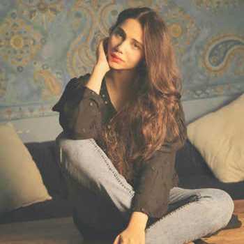 Celebrity Zara Khan - Tring India
