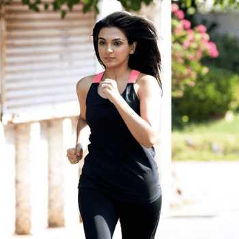 Celebrity Neha Ranglani - Tring India