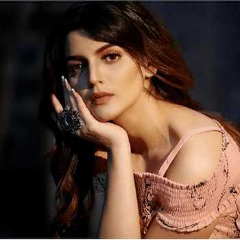Celebrity Sarika Raghwa - Tring India