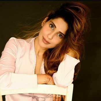 Celebrity Nidhi Joshi - Tring India