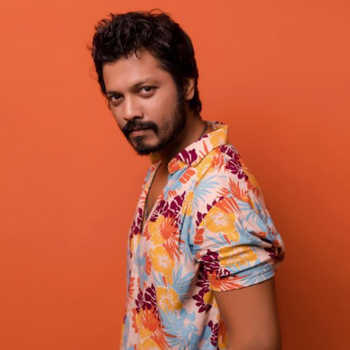 Celebrity Vivek Sangle - Tring India