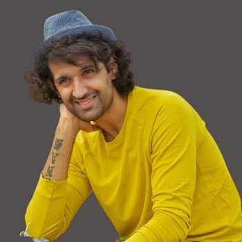 Celebrity Arjun Aneja - Tring India