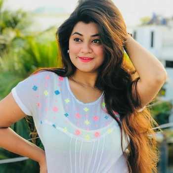 Celebrity Sayli Kulkarni - Tring India