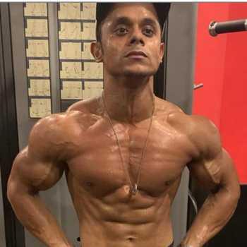 Celebrity Zeeshan - Tring India