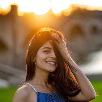 Celebrity Aishwarya Deshpande - Tring India