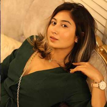 Celebrity Shreya Kalra - Tring India