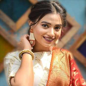 Celebrity Sayali Paradkar - Tring India