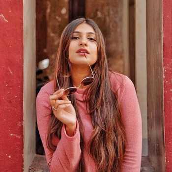 Celebrity Shinjini Bhowmick - Tring India