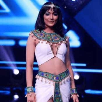 Celebrity Vartika Jha - Tring India