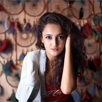 Celebrity Riya Gupta - Tring India