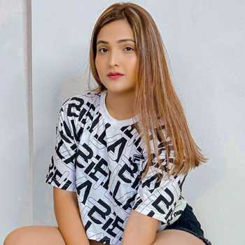 Celebrity Preeti Tupe - Tring India