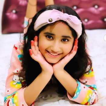 Celebrity Chahat Tewani - Tring India