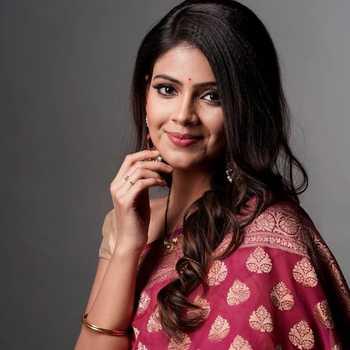 Celebrity Saaniya Chaudhari - Tring India