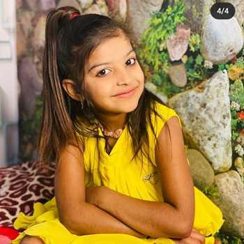 Celebrity Husena Khan - Tring India