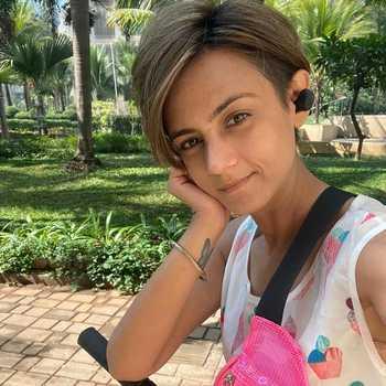 Celebrity Shweta Rohira - Tring India