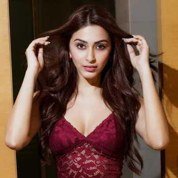 Celebrity Esshanya Maheshwari - Tring India