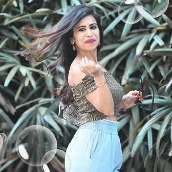 Celebrity Ravina Sachdev - Tring India