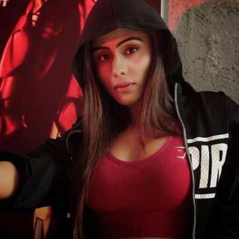 Celebrity Jinni Shaikh - Tring India