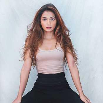 Celebrity Vasavi Singh - Tring India