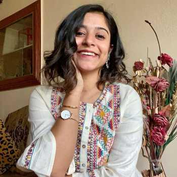 Celebrity Sakshi Mehrotra - Tring India