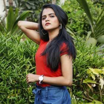 Celebrity Bhagyashree Dalvi - Tring India