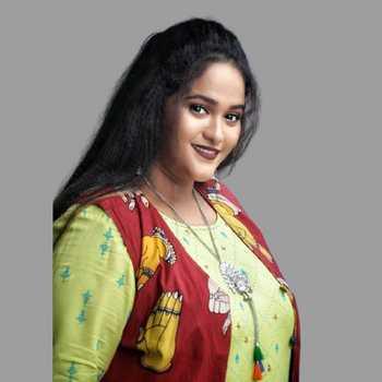 Celebrity Vanita Kharat - Tring India