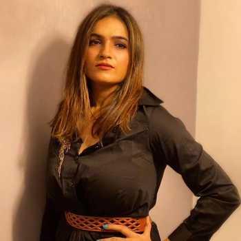 Celebrity Meenal Jain - Tring India