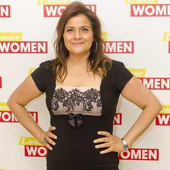 Celebrity Nina Wadia - Tring India